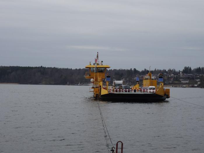Veerboot van het vasteland naar Hovgården