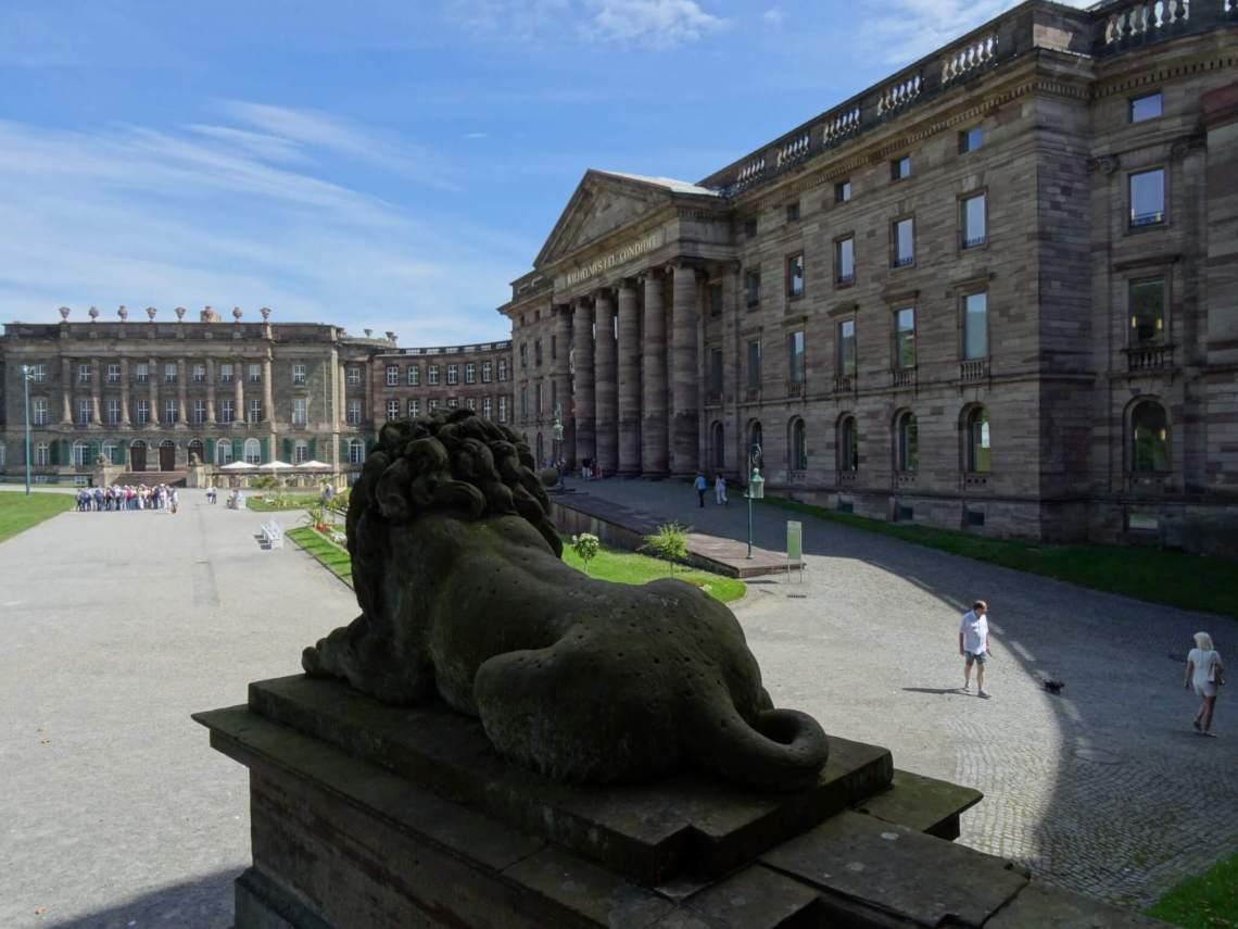 Slot Wilhelmshöhe met leeuw