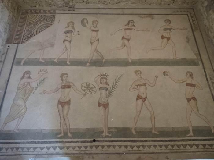 Bikinimeisjes in villa Romana del Casale