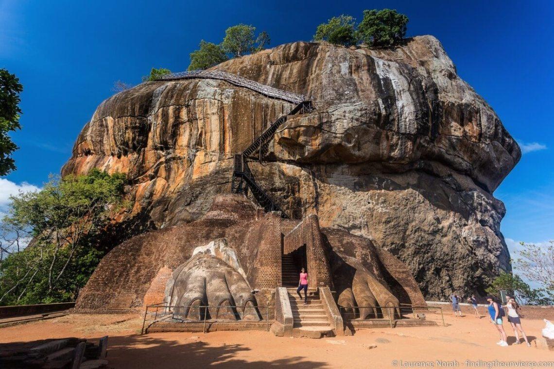 Leeuwenpoten bij leeuwenrots in Sigiriya