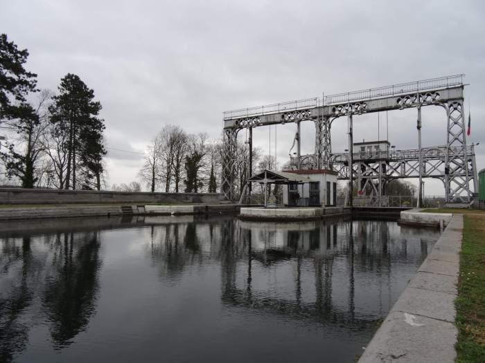 Centrumkanaal met daarboven een van de vier scheepsliften in La Louvière