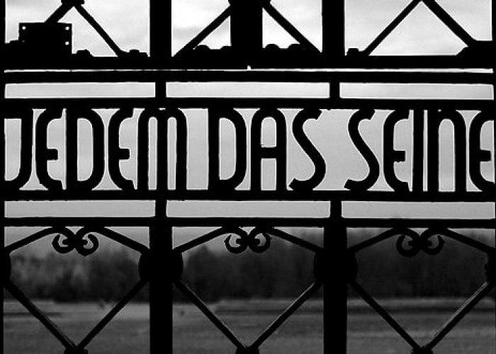 Jedem das seine, de cynische spreuk op de toegangspoort van concentratiekamp Buchenwald