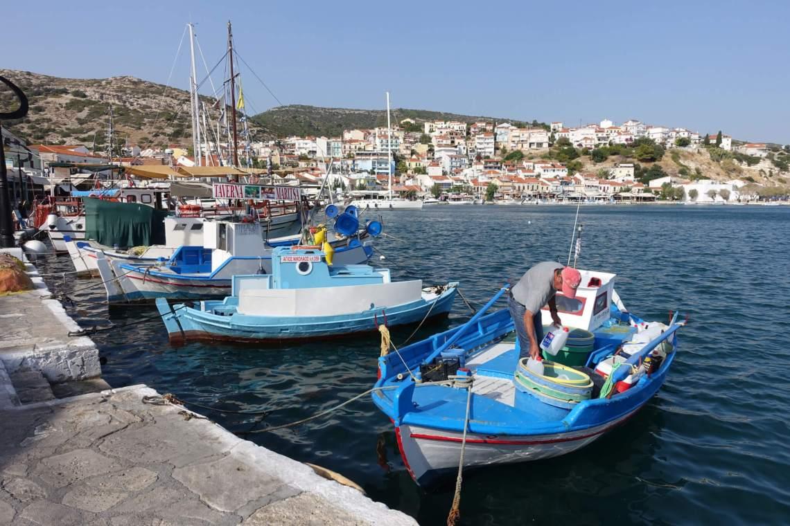Vissersboten in de haven van Samos