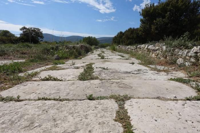 Marmeren straat die leidt naar het Heraion van Samos