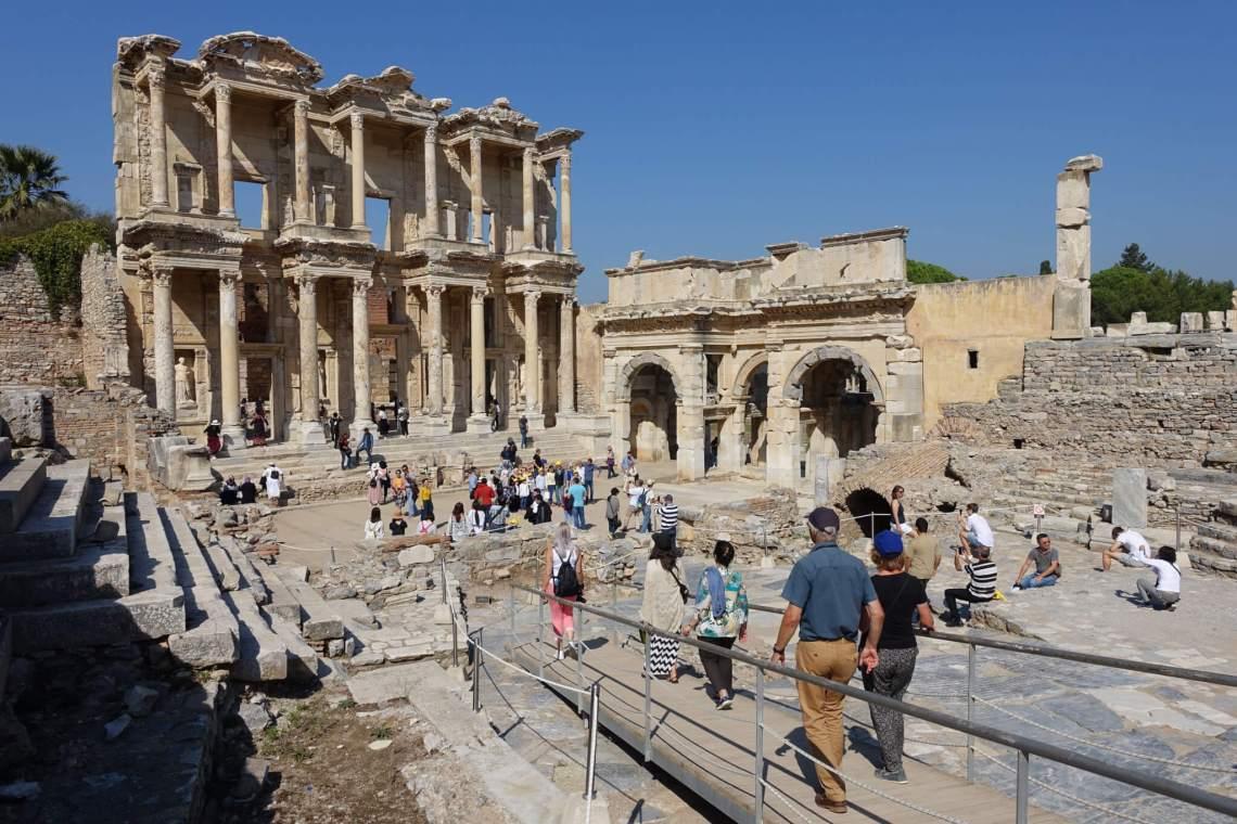 Uit twee verdiepingen bestaande bibliotheek van Celsus