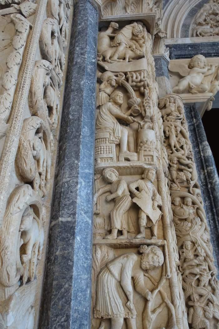 Stenen figuren op kathedraal Trogir