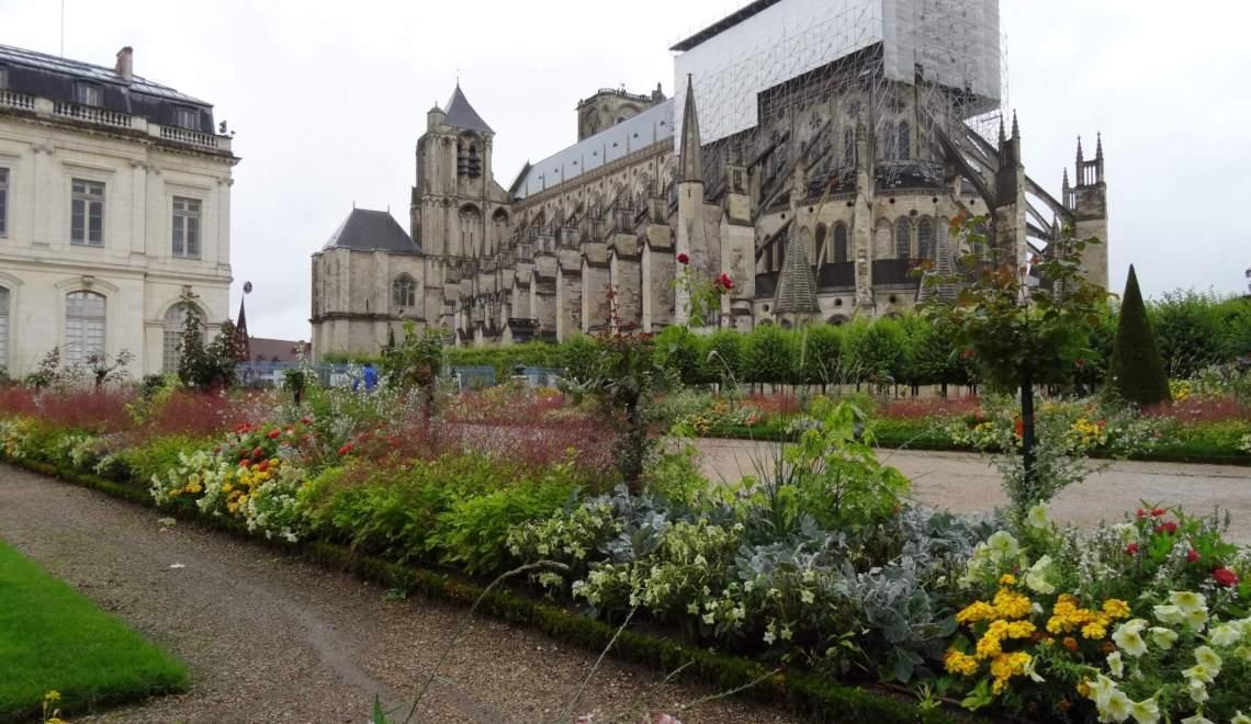 Glas-in-loodramen kathedraal Bourges openbaren het Licht