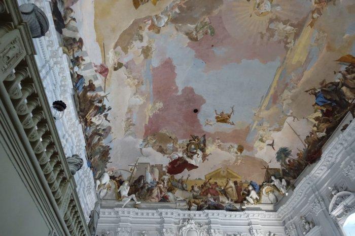 Fresco waarop figuren de continenten Europa, Afrika en Azië uitbeelden