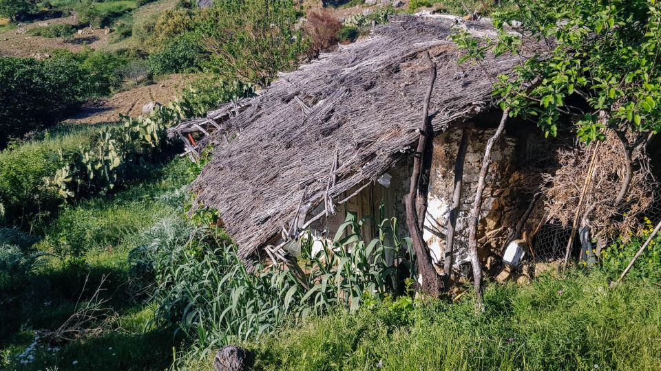 sommet-naturel-chefchaouen-maroc-toit-chaume