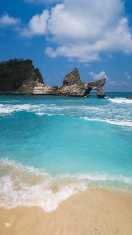 La plage d'Atuh Beach à marée haute
