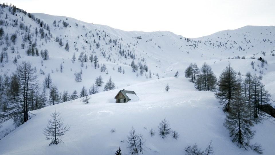 Cabane de Joyeux dans son vallon