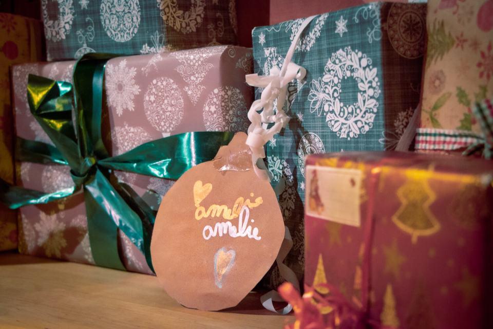 Cadeau de Noël avec étiquette Amélie
