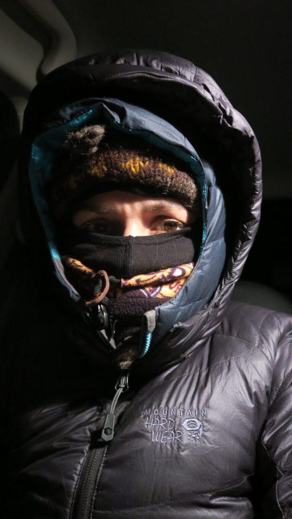Équipée pour la chasse aux aurores boréales en Laponie