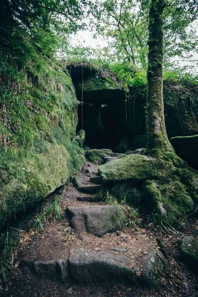 Grotte d'Artus dans la forêt d'Huelgoat