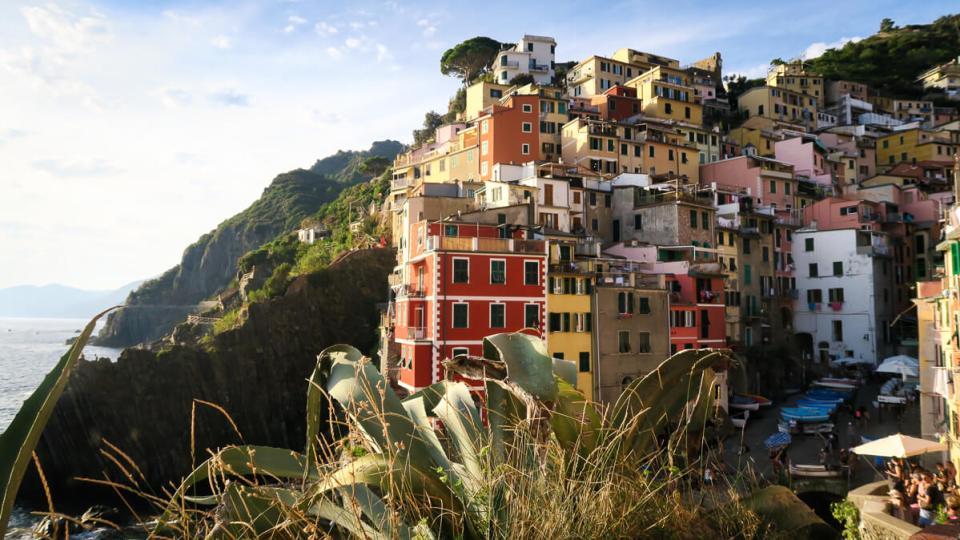 Le village de Riomaggiore aux Cinque Terre photographié depuis les terrasses à l'Ouest du village