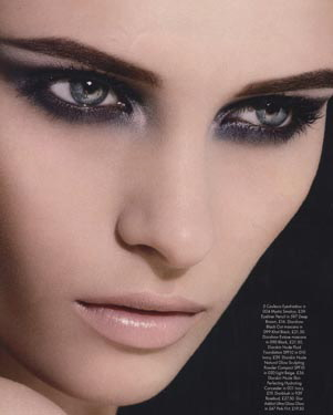 Winged eye make up