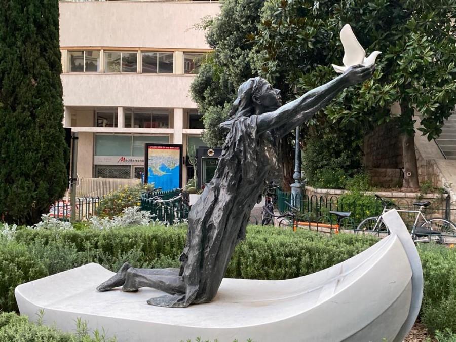 Dove statue at the Chapelle Sainte Devote