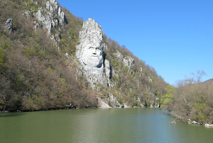 Rock sculpture of Decebalus from the Romanian side