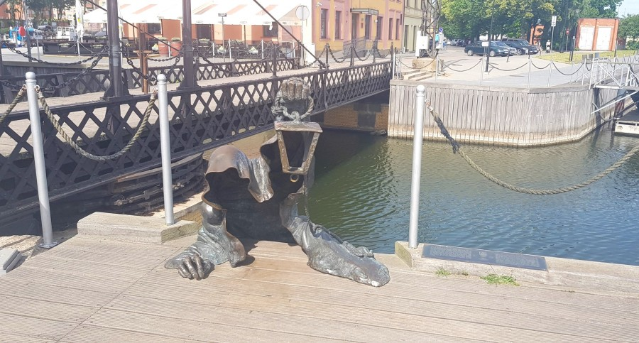 Unusual statue of a Ghost sculpture next to the chain bridge
