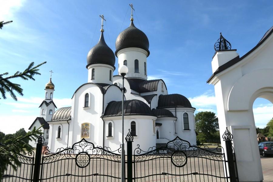 Outside the gates of Pokrovo-Nicholas church