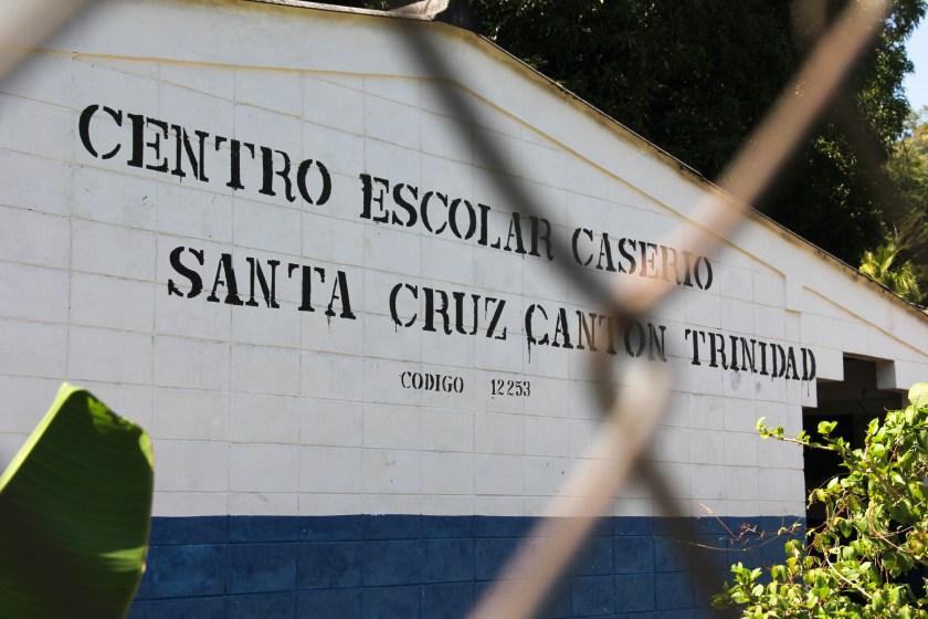 La escuela de Santa Cruz, utilizado como nido de ametralladora por el ejército salvadoreño durante noviembre de 1981. (Photo: Keny Sibrian)
