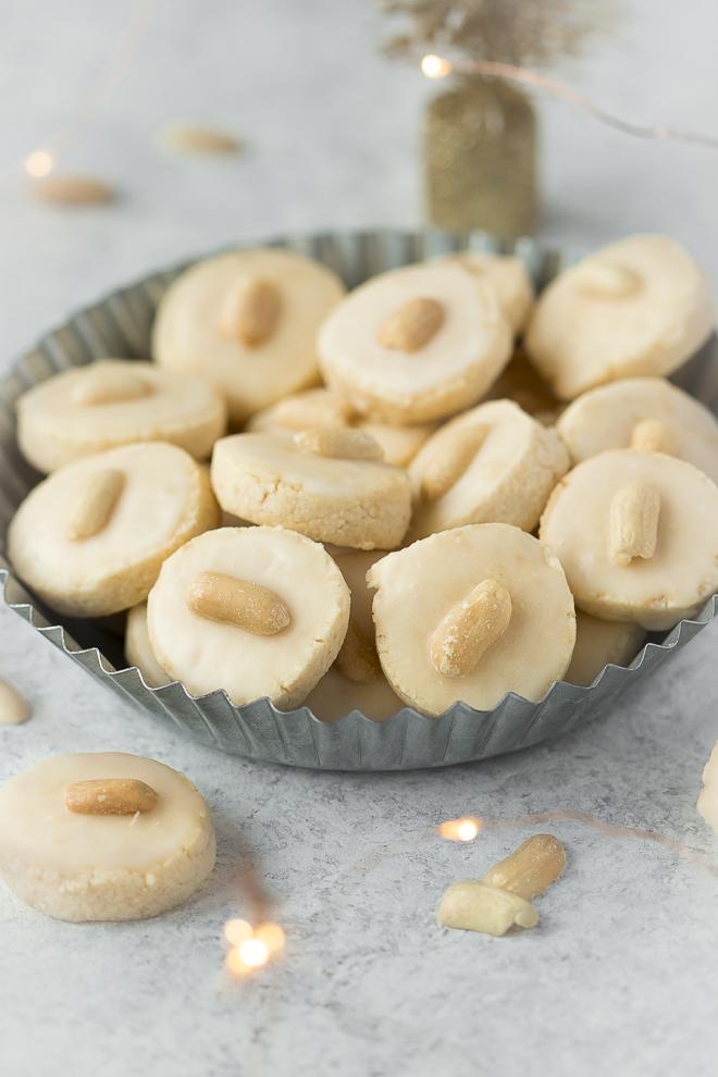 de petits bredele alsaciens à la cacahuète et à l'orange