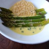 Asperge sauce mousseline & tuile de parmesan