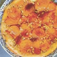 Tatin abricot et pignons de pin