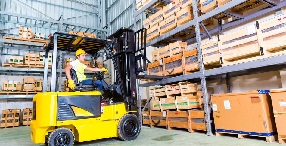 A guide to operate a forklift in a warehouse