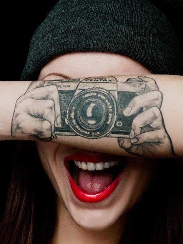 25-cool-camera-tattoo1