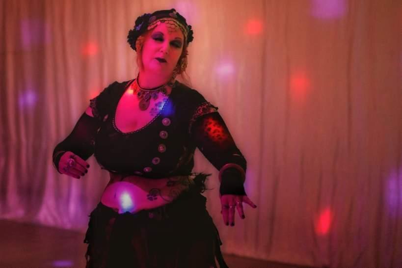 Die Tänzerin Emy Lee zeigte eine Gothic-Fusion-Choreographie.