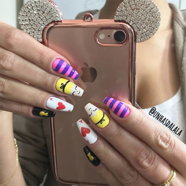 unhas decoradas alice no país das maravilhas, capinha mickey, alice no país das maravilhas, alice in the wonderland, capinha iphone, iphone 7, case iphone 7, mickey case