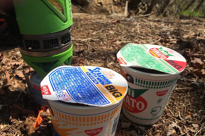 大岳山で食べるカップヌードル