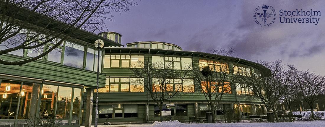 Geovetenskapens hus i vinterskrud.