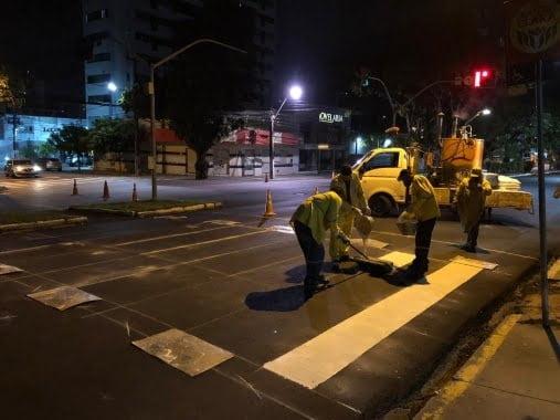 Prefeitura inicia sinalização viária nos corredores que foram recapeados