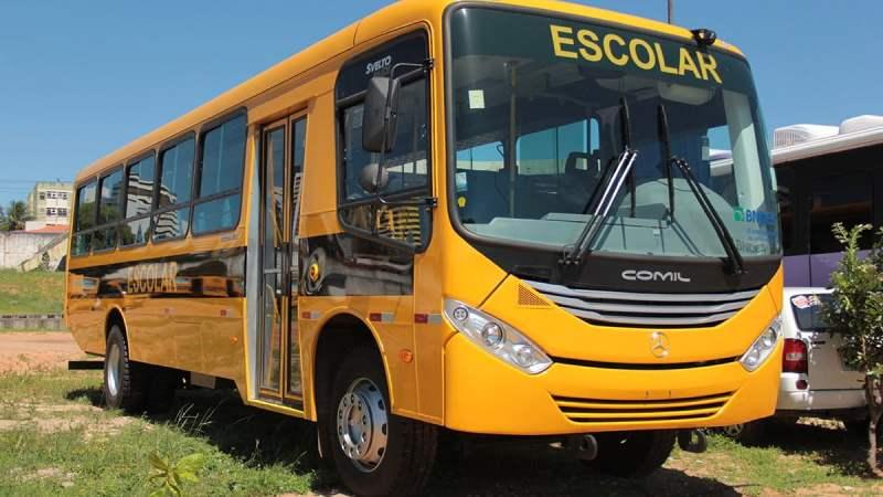 Projeto destina ônibus escolares ao transporte de profissionais de saúde e pacientes da Covid-19