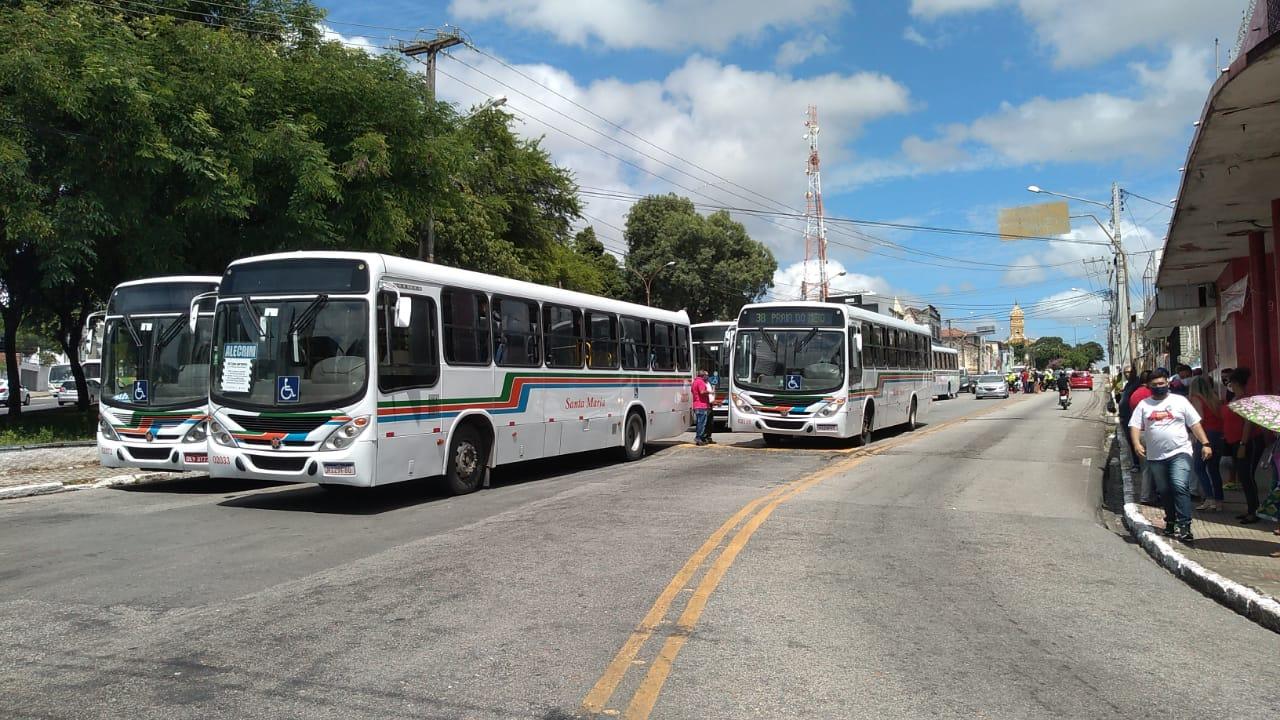 Sindicato dos Motoristas realiza paralisação de ônibus das empresas Santa Maria e Reunidas