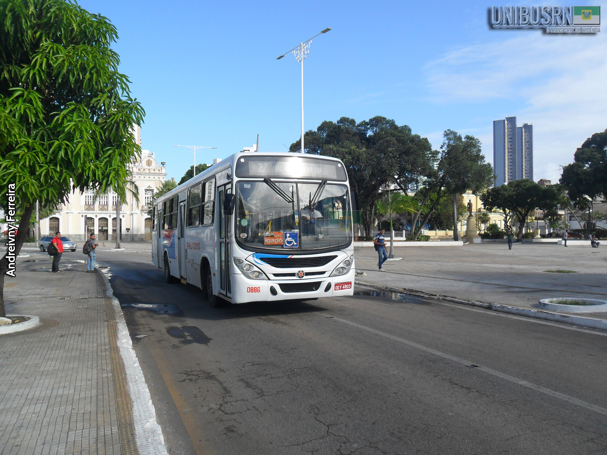 Deputados aprovam texto-base de projeto que prevê socorro a empresas de ônibus e metrô