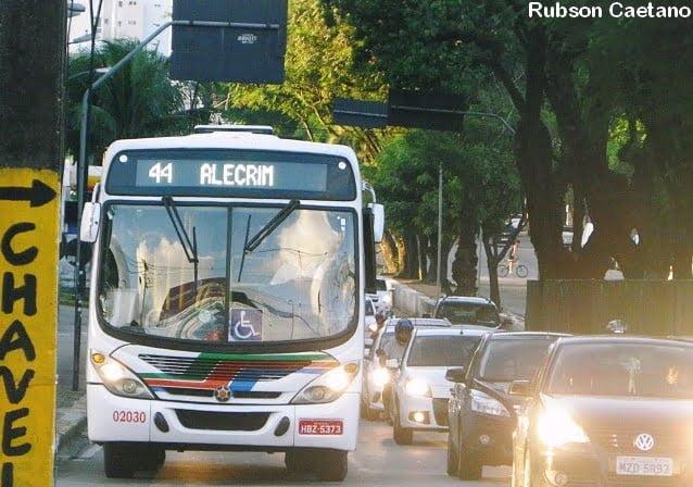 O vírus que atropelou o ônibus: Covid-19 causa impacto devastador no transporte público