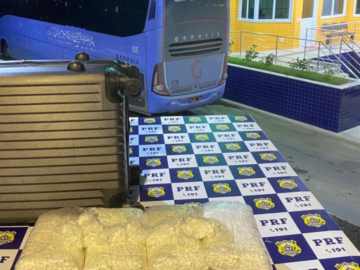 """PRF na Bahia prende passageira de ônibus com 45 mil comprimidos da droga usada no golpe """"Boa Noite Cinderela"""""""