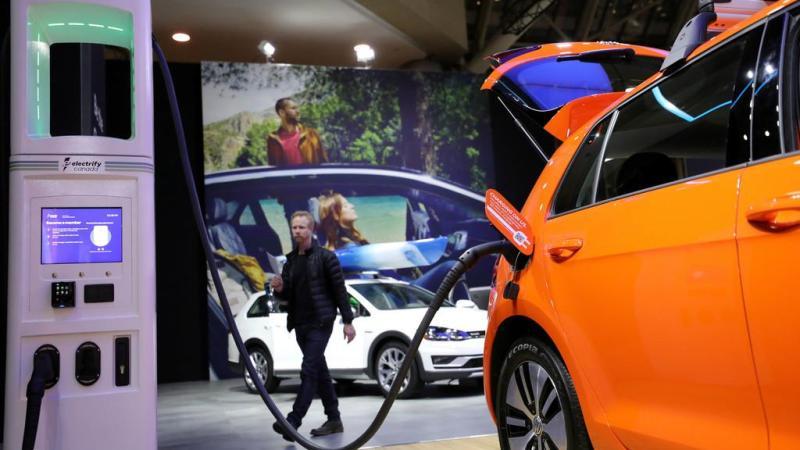 """Carros híbridos são """"desastre ambiental"""", denuncia estudo europeu"""