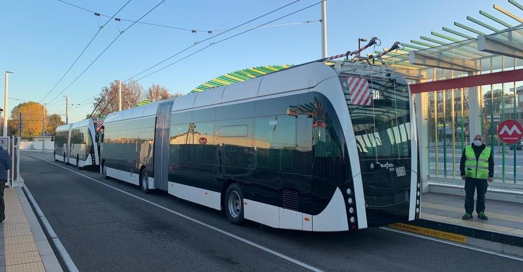 Nova linha de BRT operado por trólebus inicia testes na Itália