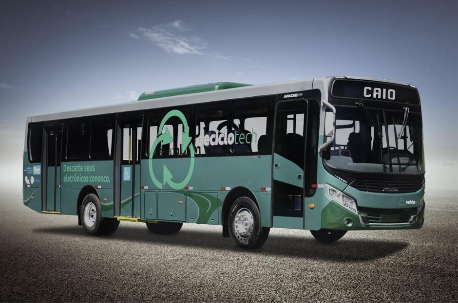 GO: Caio Induscar realiza entrega de ônibus especial para a ONG Programando o Futuro