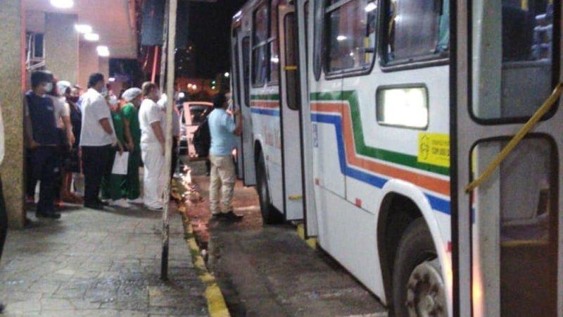 Mulher é atingida por bala perdida dentro de ônibus na Zona Leste de Natal