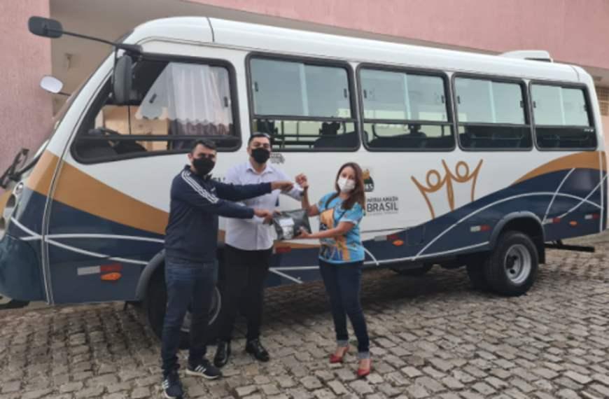 Mossoró recebe micro-ônibus adaptado para pessoas com deficiência física
