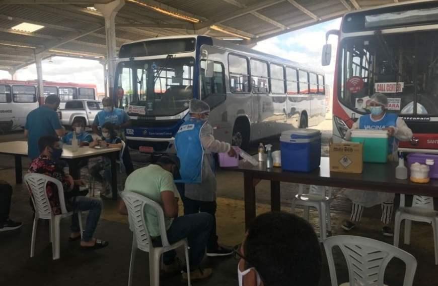 Prefeitura de Campina Grande aplica segunda dose da vacina contra covid-19 em profissionais do transporte público