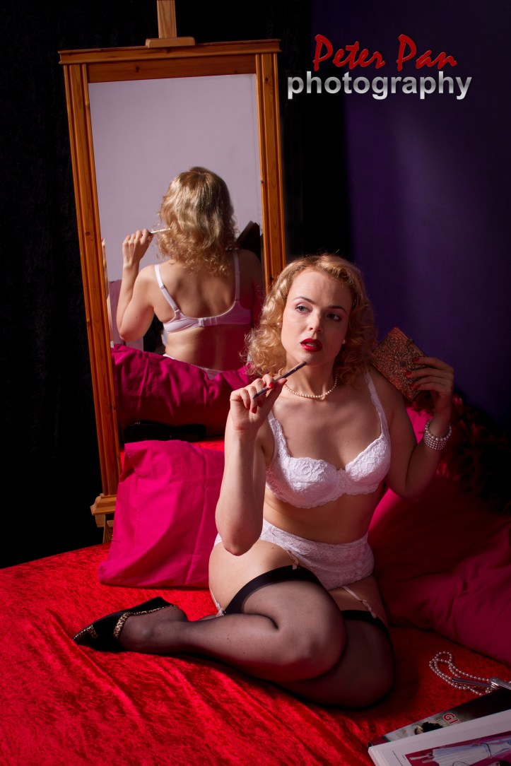 Lola Vavoom image with red sheets and white lingerie by Peter Pan photography