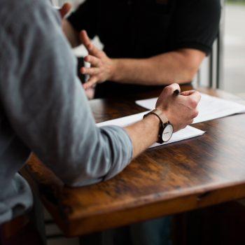 Currículo é o primeiro passo para você conquistar seu emprego –  Especialista ensina como fazer
