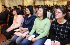 徳野会長のメッセージを聴く青年メンバー | 世界平和統一家庭連合 NEWS ONLINE