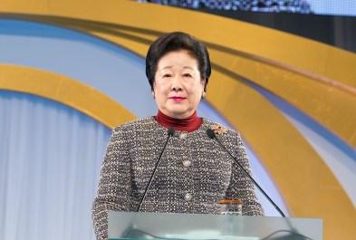 講演する韓鶴子総裁|世界平和統一家庭連合News Online